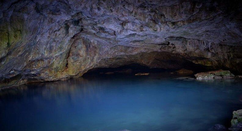 غار زئوس