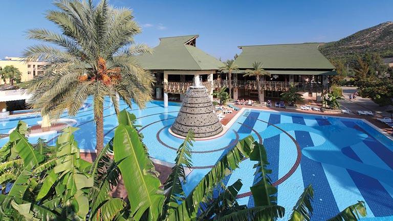 هتل آکوا فانتاسی کوش آداسی
