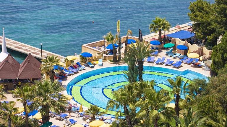 هتل فانتاسیا کوش آدامسی
