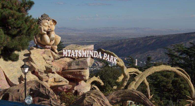متاتسمیندا، معروفترین شهربازی تفلیس (Mtatsminda Amusement Park)