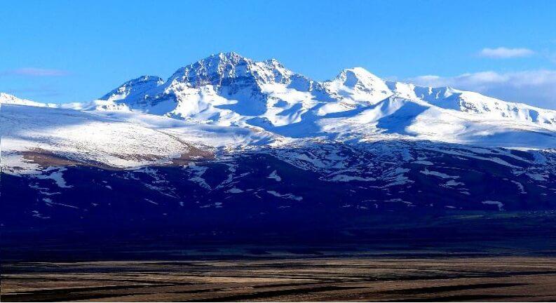قله های کوه های آراگاتس