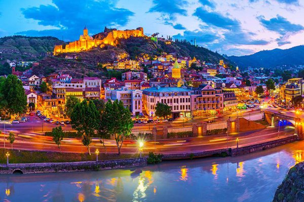 سفر به استانبول یا تفلیس