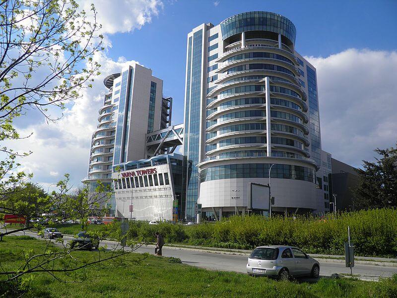 مرکز خرید برجهای وارنا