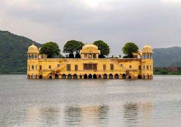 کاخ دریاچه
