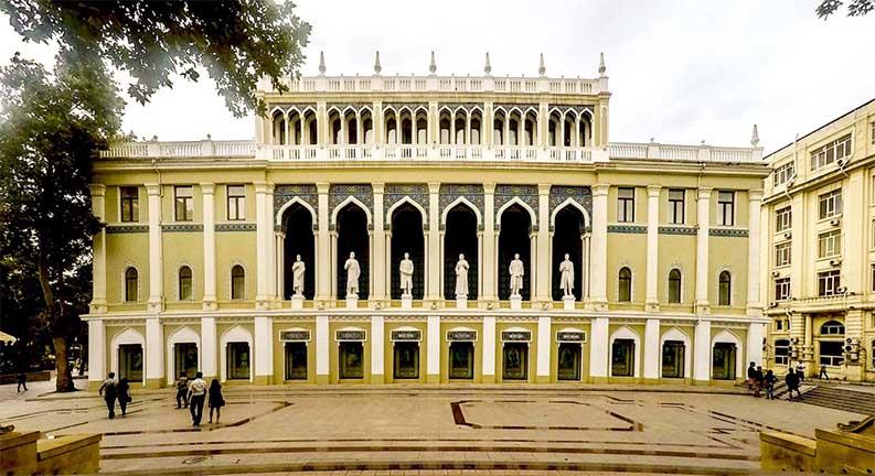 سفر به باکو و بازدید از موزه ادبیات نظامی گنجوی