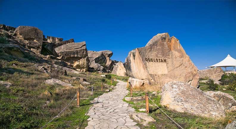 پارک ملی قبوستان را در سفر به باکو از یاد نبرید