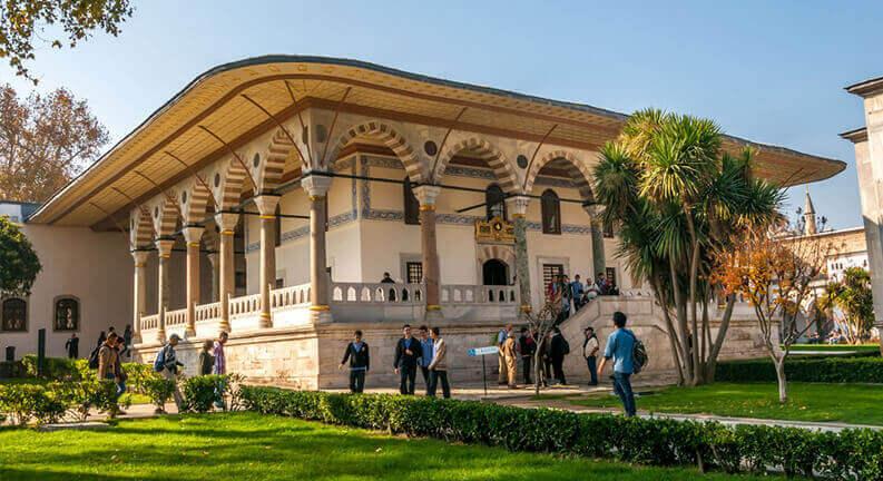 موزه کاخ و زمان بازدید